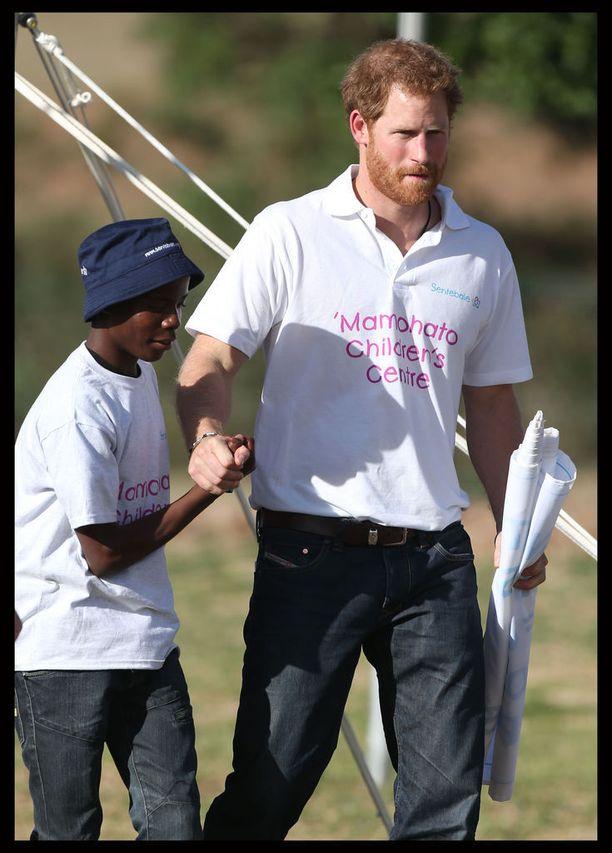 Potsane ja prinssi Harry vuonna 2015. Tuolloin prinssi saapui Lesothoon kampanjoimaan lasten puolesta.
