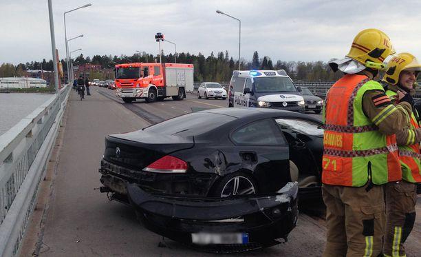Pelastuslaitosta työllisti kuuden auton kolari Vuosaaressa.