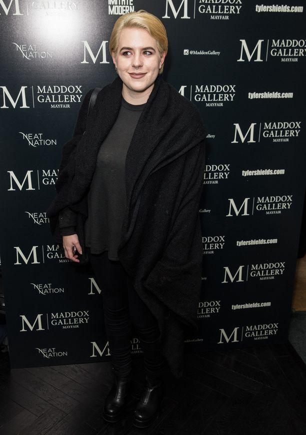 Isabella Cruise edusti gallerian avajaisissa Lontoossa helmikuun alussa.