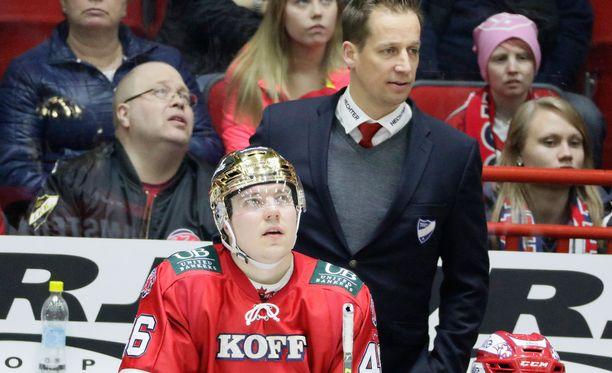 Valmentaja Antti Törmäsen alaisuudessa muun muassa Teemu Ramstedt pelaa häikäisevää flow-kiekkoa.
