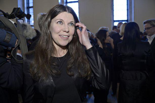 Kansanedustaja Arja Juvonen hyväksyy perussuomalaisten eduskuntaryhmän hänelle langettaman rangaistuksen, mutta ei aio muuttaa kantaansa avioliittoihin.