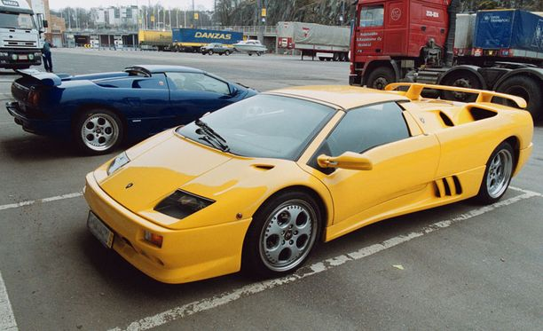 Rytsölän veli Antti osti samanlaisen auton sinisenä.