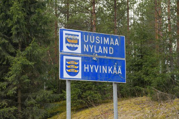 Liikennemerkit Hämeenlinna-Helsinki -tiellä. Kuvituskuva.