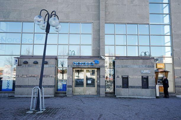 Nurmijärvellä sijaitseva Nordean konttori joutui ryöstön kohteeksi maanantaina.