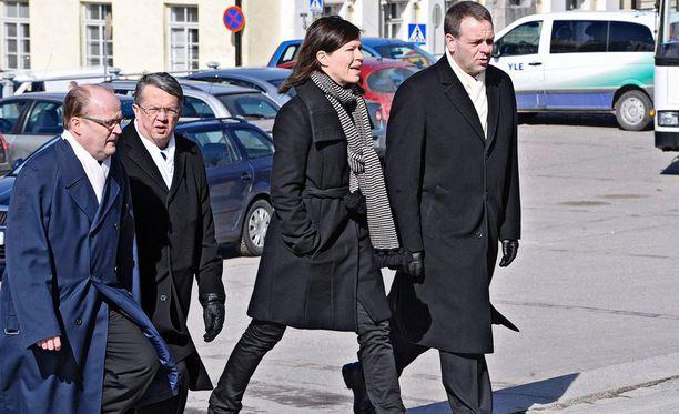 Kummasta tulee Helsingin johtaja? Anni Sinnemäestä vai Jan Vapaavuoresta? Kuva vuodelta 2011 valtiopäivien päättäjäisistä.