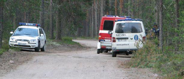 Poliisi eristi onnettomuusalueen.