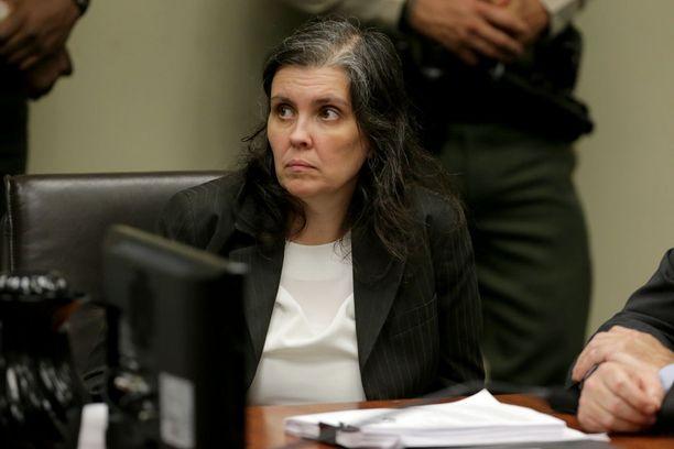 Louise Turpinin outo käytös oikeudessa herätti huomiota. Hän muun muassa hymyili leveästi kuulleessaan syytteistä.