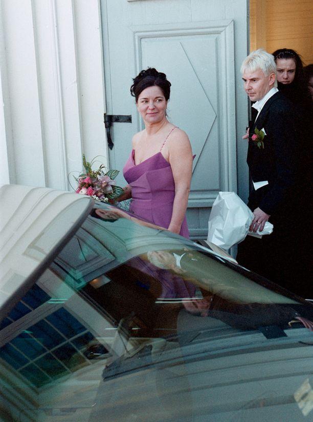 Matti Nykänen ja Mervi Tapola menivät naimisiin kahdesti: ensimmäisen kerran vuonna 2001 ja toisen kerran vuonna 2004. Matti ja Mervi jättivät 11 vuoden aikana 15 avioerohakemusta.