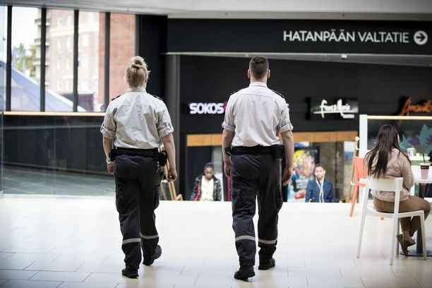 Paltan mukaan yritykset pitävät turvallisuuden kannalta keskeiset toiminnot käynnissä parhaan kykynsä mukaan vartiointialan lakon aikana. Kuva Koskikeskuksesta Tampereelta.