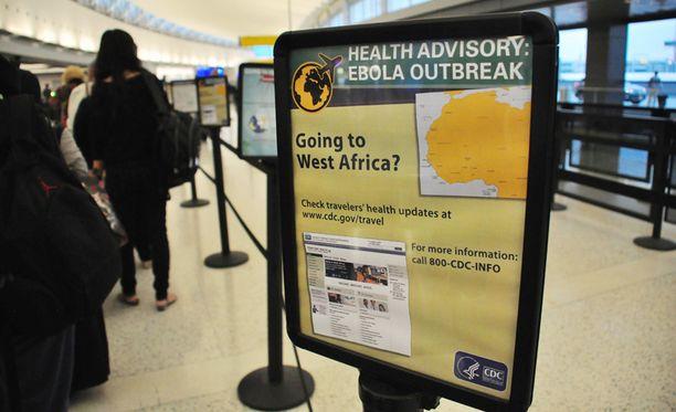 New Yorkin JFK-lentokentällä varoitetaan Länsi-Afrikkaan matkustavia Ebola-epidemiasta.