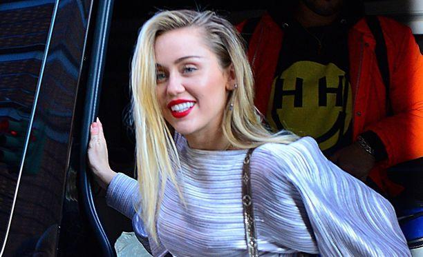 Laulaja Miley Cyrus on kertonut olevansa panseksuaali.