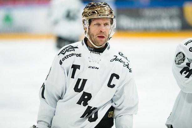 Kokenut Tomi Kallio on TPS:lle tärkeä pelaaja.