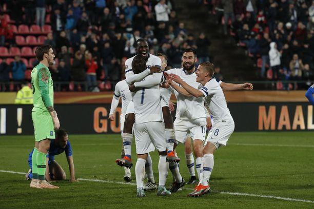 Glen Kamara kruunasi loistavan ottelunsa 2-0-maalilla.