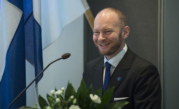 Sinisten tuore puheenjohtaja Sampo Terho uskoo, että sinisten kannatus vielä nousee.