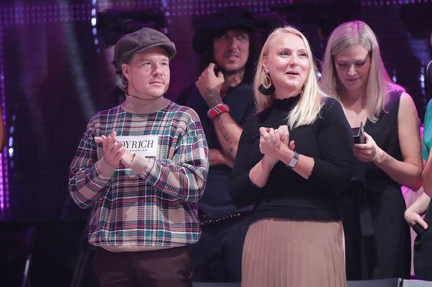 VilleGalle saapui TTK-studioon kannustamaan rakastaan Veronica Verhoa. Vierellä on Verhon äiti, joka on esiintynyt muun muassa Verhon tubevideoilla.