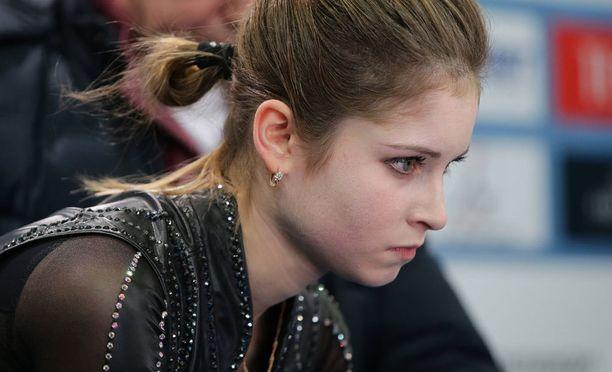 Julia Lipnitskaja kilpaili vielä viime vuonna maailmancupissa.