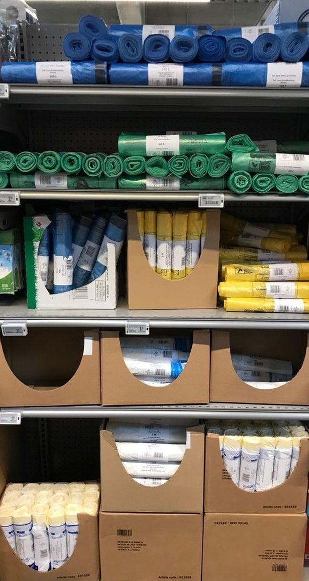 Vaikka ostoskassit vaihtuvat monikäyttöisiin, roskapussien myyni jatkuu. Brysselissä on jokaista eri roskalajia varten omanvärisensä roskapussi, joka on valmistettu hajoavasta muovista.
