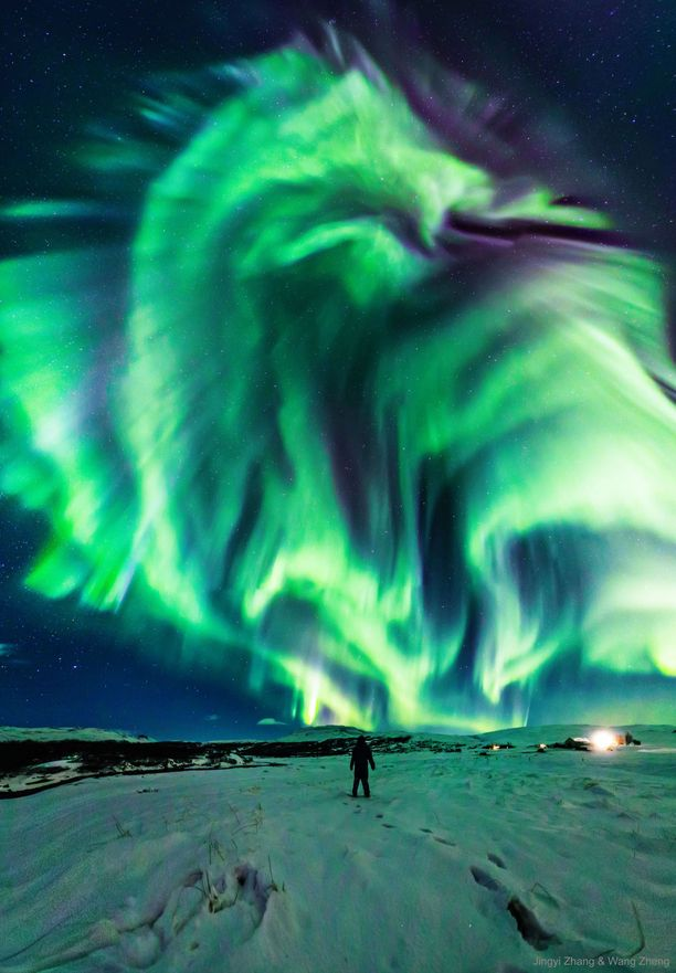 Tämä komea taivaallinen ilotulitus kuvattiin Islannissa aikaisemmin tässä kuussa.