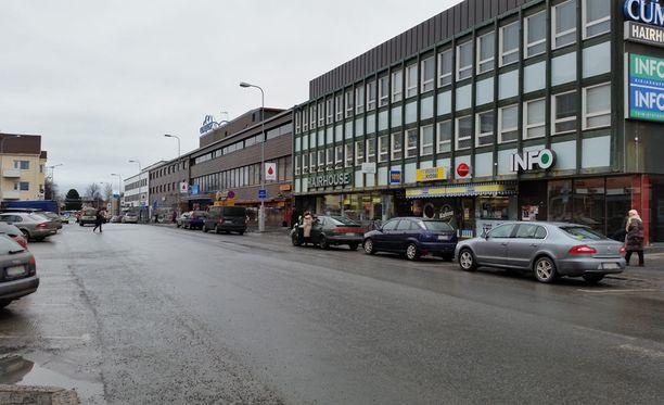 Yksisuuntaisen kadun on syytä olla niin leveä, että siihen mahtuu neljä autoa rinnakkain ja vielä parkkipaikat reunuksille.