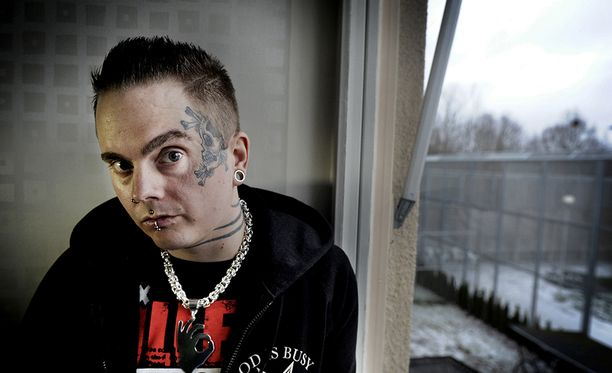 Isakin Drabbad anoi aikaisemmin tänä vuonna pääsyä psykiatriseen avohoitoon. Anomus hylättiin.