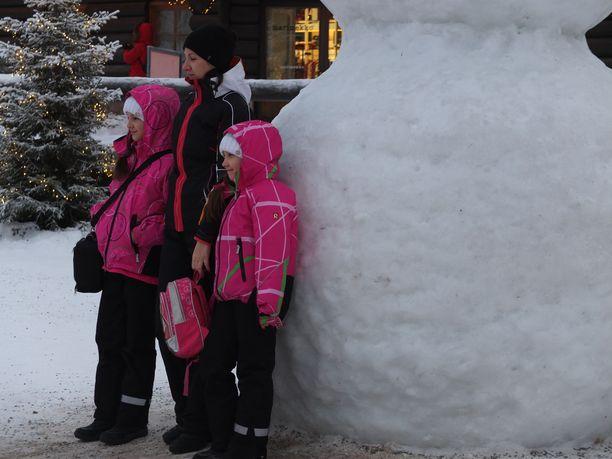 Tätä matkailijat hakeavat Lapista: lunta ja pakkasta. – Lumen käsite on suhteellista. Meille suomalaisille pitää olla metri lunta, kun monelle ulkomaalaiselle riittää pienempikin määrä, Santapark Oy:n toimitusjohtaja Ilkka Länkinen sanoo.
