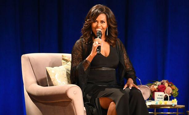 Michelle Obama on värjäyttänyt kesäiset tehosteraidat.