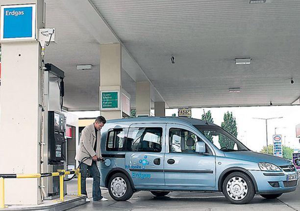 Opel kulkee kaasun tai bensan voimalla.