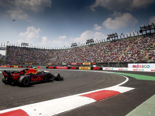 Viime kuukausina kovia vastoinkäymisiä kokenut Daniel Ricciardo väläytti taas alkukaudelta tuttua vauhtiaan ja nappasi Meksikossa uransa kolmannen paalupaikan.