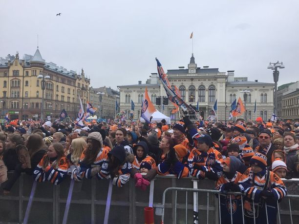 Tampereen Keskustorille odotettiin paikalle jopa 10 000 ihmistä.