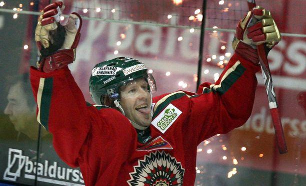 Tomi Kallio voitti Ruotsissa kolme mestaruutta, joista tuoreimman tänä vuonna joukkueen kapteenina.