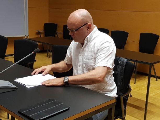Tapio Suominen edustaa itseään ilman juristia.