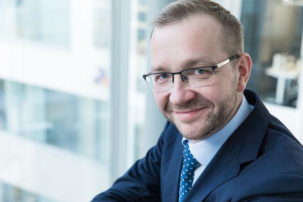 Keskuskauppakamarin toimitusjohtaja Juho Romakkaniemi vaatii hallitukselta uskottavaa exit-strategiaa koronakriisiin.