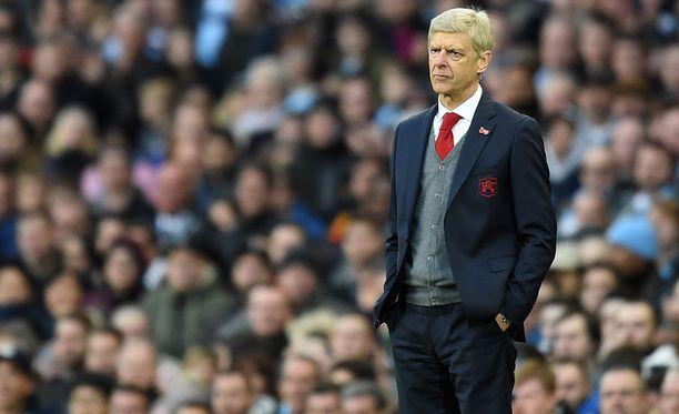 Arsene Wengerillä riittää mietittävää siinä, miten Arsenalista ohi ajanut Tottenham pysäytetään lauantaina.