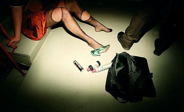 Viime vuoden aikana raiskauksissa ja törkeissä raiskauksissa noin 15 tapauksessa epäiltynä on ollut turvapaikanhakija. Kuvituskuva.