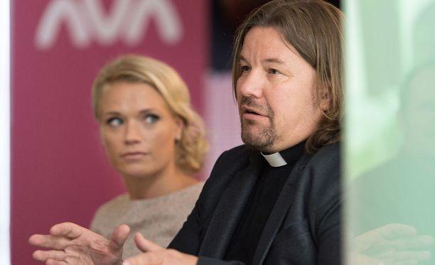 Pastori Kari Kanala on mukana myös ohjelman kakkoskaudella.