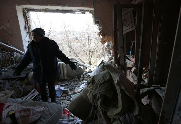 Sota Itä-Ukrainassa jatkuu. Ukrainan parlamentti hyväksyi torstaina lakiesityksen, jolla sotaa käyvä, väliaikaisesti miehitetty alue saataisi rauhanomaisin keinoin takaisin täysivaltaiseksi osaksi Ukrainaa.