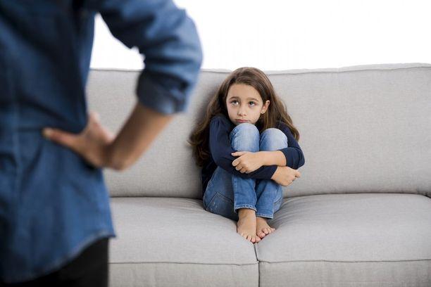 Lasten kohtaama väkivaltaa vaikuttaa heidän identiteettinsä muodostumiseen, tuore tutkimus kertoo.