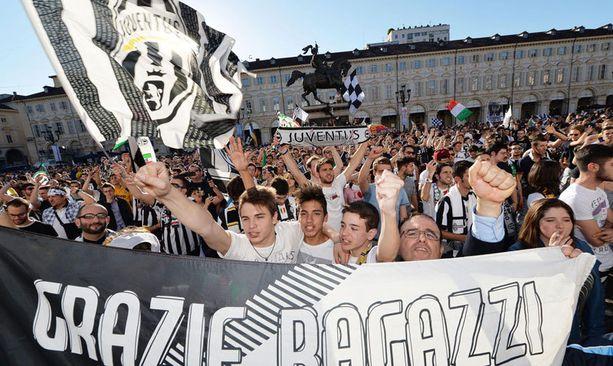 Torinossa juhlivat sunnuntaina Juventuksen fanit.