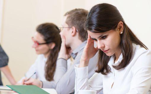 Minna kuormittui ja ahdistui työssään - syyksi paljastui temperamentti, jolle ei sovi kokoukset ja esimiestyö