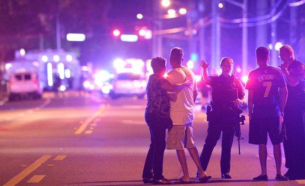 Ainakin 50 ihmistä kuoli joukkoampumisessa yökerhossa Floridan Orlandossa.