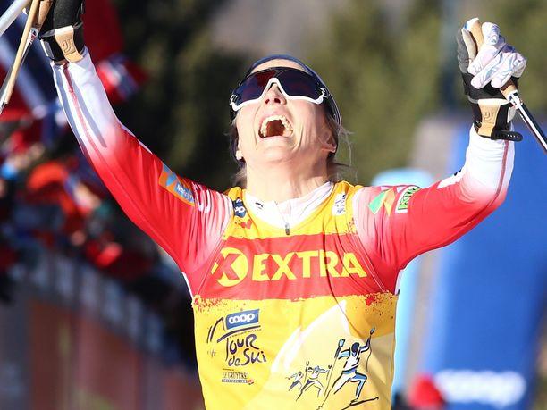 Therese Johaug juhli paitsi sunnuntaisen päätösetapin myös Tour de Skin kokonaiskisan voittoa.