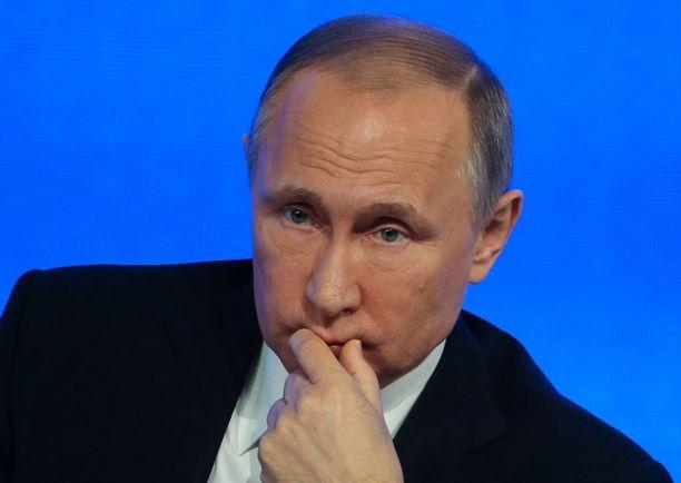 Venäjän istuva presidentti Vladimir Putin pyrkii uudelle kaudelle. Länsi katsoo, että hän pyrkii rakentamaan Venäjälle uutta suurvalta-asemaa Neuvostoliiton romahtamisen jälkeen.