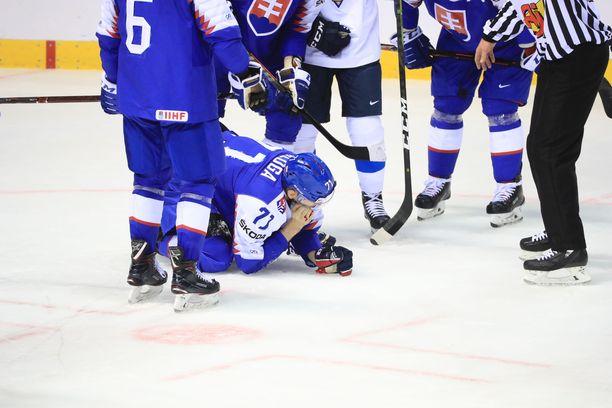 Marek Daloga joutui keräilemään itseään jäällä hyvän tovin.