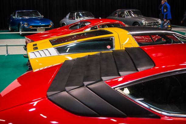 Kolme näkemystä keskimoottorisen auton katon muotoilusta: Lamborghini Urraco, Maserati Bora ja Ferrari Dino.