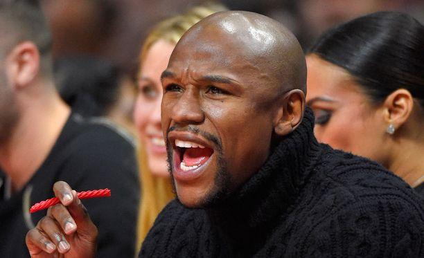 Floyd Mayweather junior iski päärynäsäkin heilumaan.