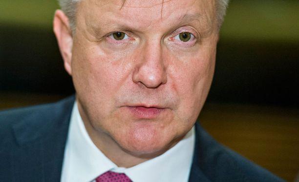 Elinkeinoministeri Olli Rehn (kesk) otti tiedon Turun telakan saamasta jättitilauksesta ilolla vastaan.