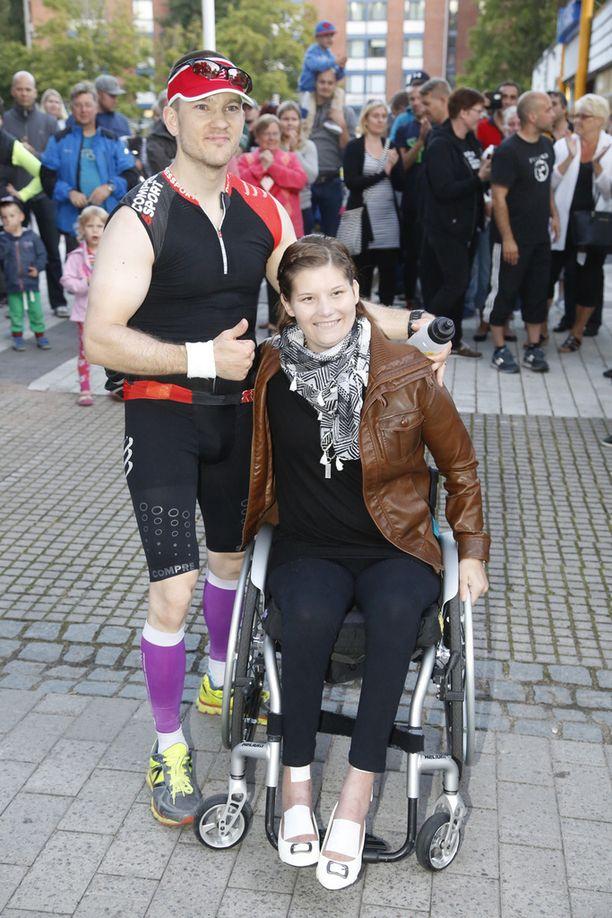 Elokuun alussa Heidi Foxellin hyväksi oli saatu kerättyä jo 13 000 euroa. Paikan päällä Vantaalla keräyslippaisiin virtasi paljon lahjoituksia.
