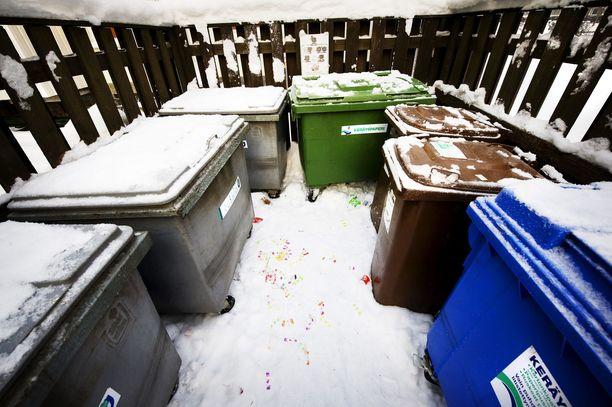 Runsaat lumisateet aiheuttavat viivästyksiä pääkaupunkiseudun jäteastioiden tyhjennyksessä. Kuvituskuva.