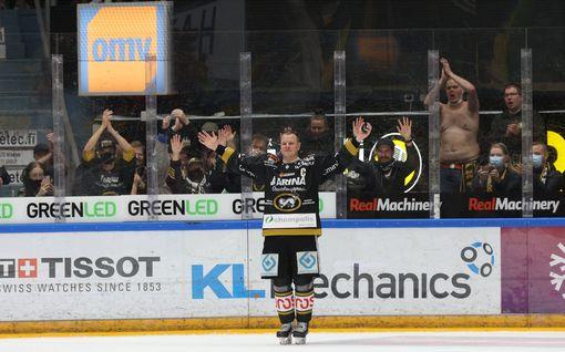 """Tunteet ottivat vallan kesken jäähyväisten – Lasse Kukkonen hyvästeli Raksilan upealla tavalla: """"Aamulla jännitti eniten"""""""