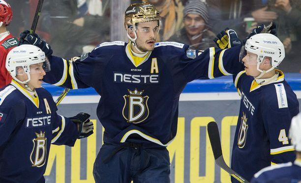 Peter Tiivola kantaa tänäänkin Bluesin kultakypärää.